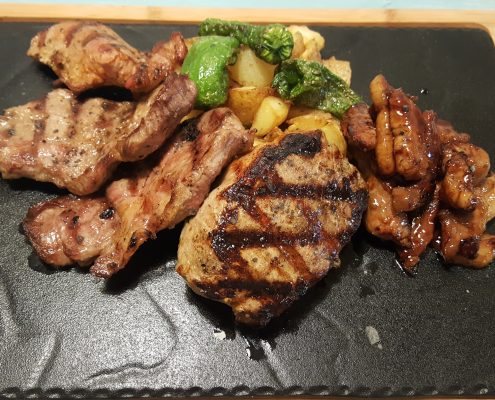 Grilled meat of the Iberian pig breeding own scorching