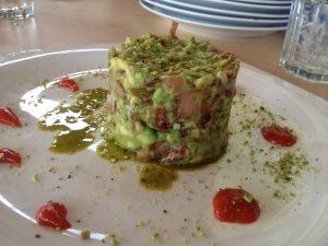 Tartar de Aguacate, Jamón ibérico y pistacho