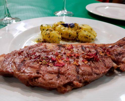Carne a la brasa en restaurante Abrasador La Carreta en Ronda