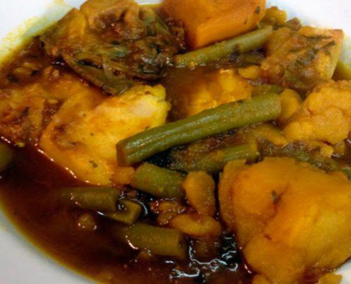 Bollitori plato típico de vigila y hecho a base de patatas y judias