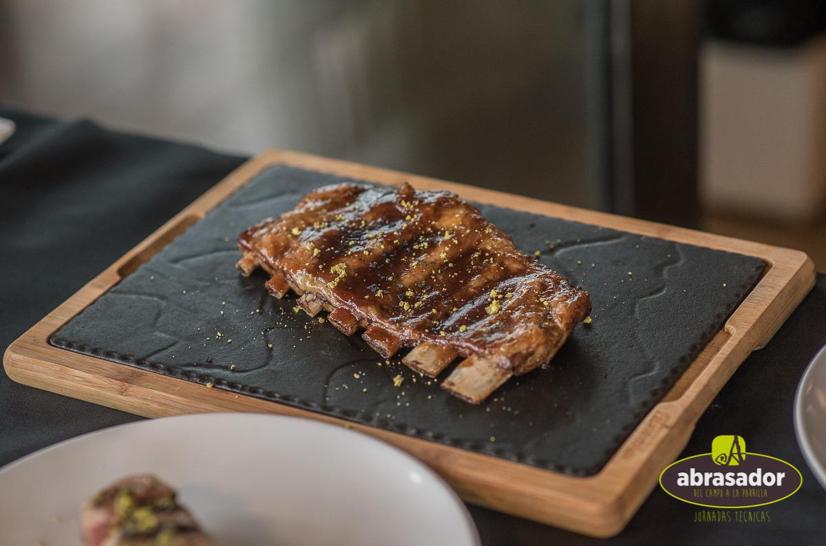 Carne a la parrilla en restaurantes Abrasador