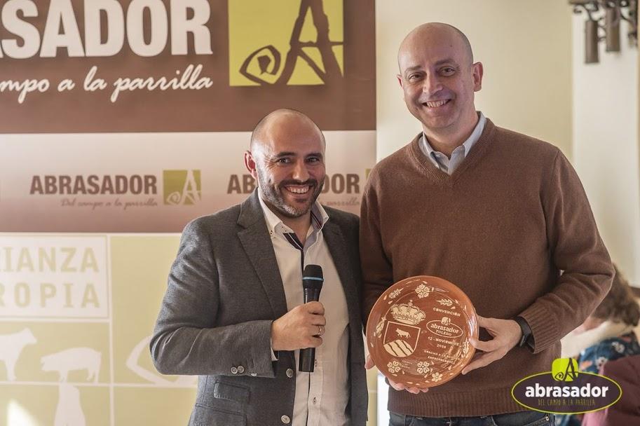 Reconocimiento de Grupo Abrasador para Alejandro Vesga de Revista Emprendedores