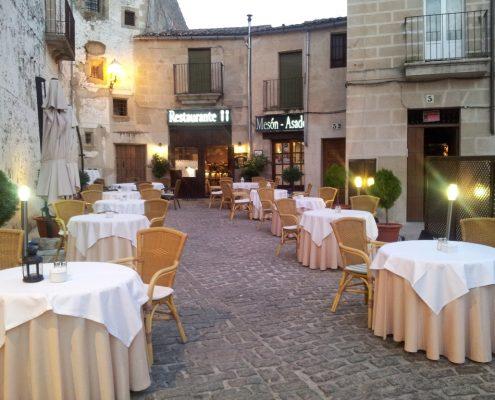 Terraza restaurante asador Corral del Rey en Trujillo