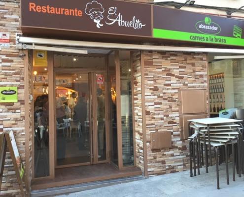 Puerta del restaurante Abrasador El Abuelito