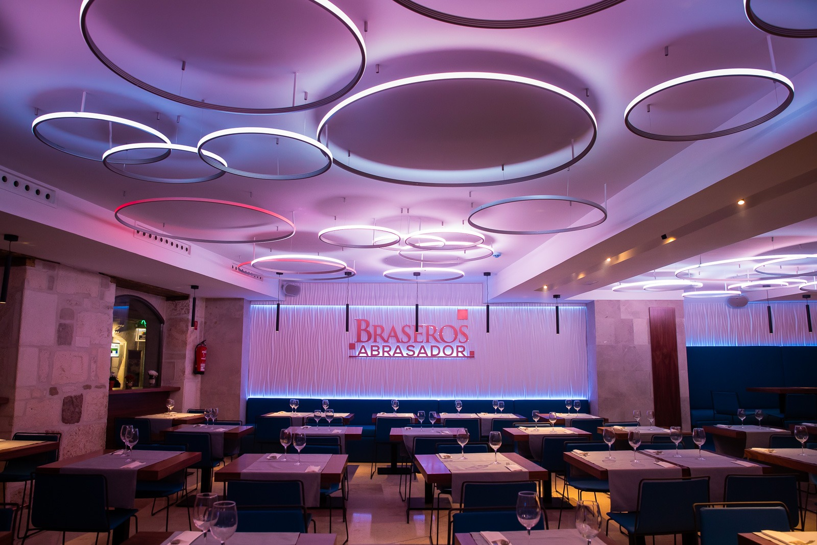 Salon iluminado de Braseros Centroq