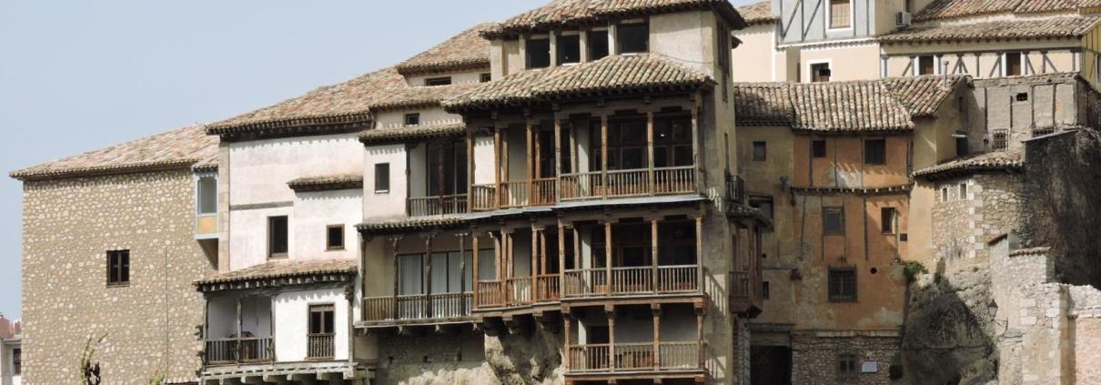 Casas Colgadas, una imagen significativa de las rutas de la ciudad