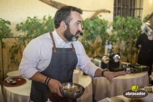 Carlos Torres durante show cooking para Abrasador