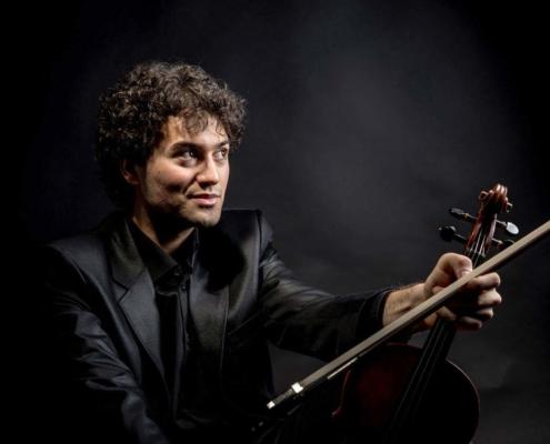 FERNANDO GALLARDO, violinista que amenizara la cena y las copas del día 15 de febrero cena de enamorados en el Abrasador la ronda
