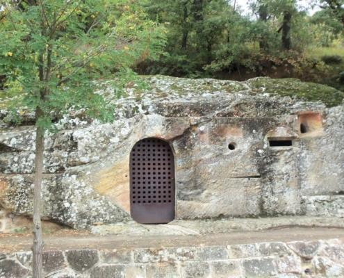 Iglesia rupestre de Cadalso