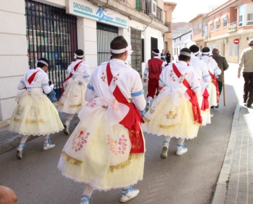 The most showy piece of the dancer's costume is the fall, which is a large white bow that is embroidered