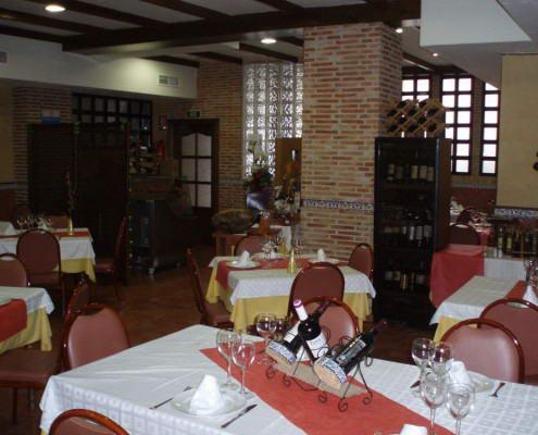 Scorching dining Canovas